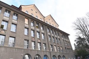 1. Klasse Schulhaus Münchhalden, A. Risse, Zürich